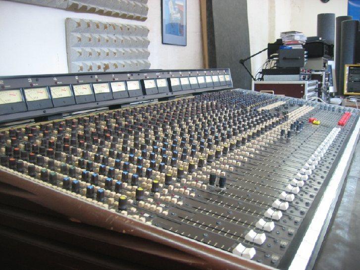 analizando sweet dreams de eurythmics Mesa de sonido Soundcraft